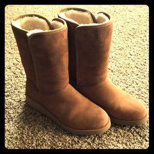 UGG 8.5M Amie chestnut slim boots